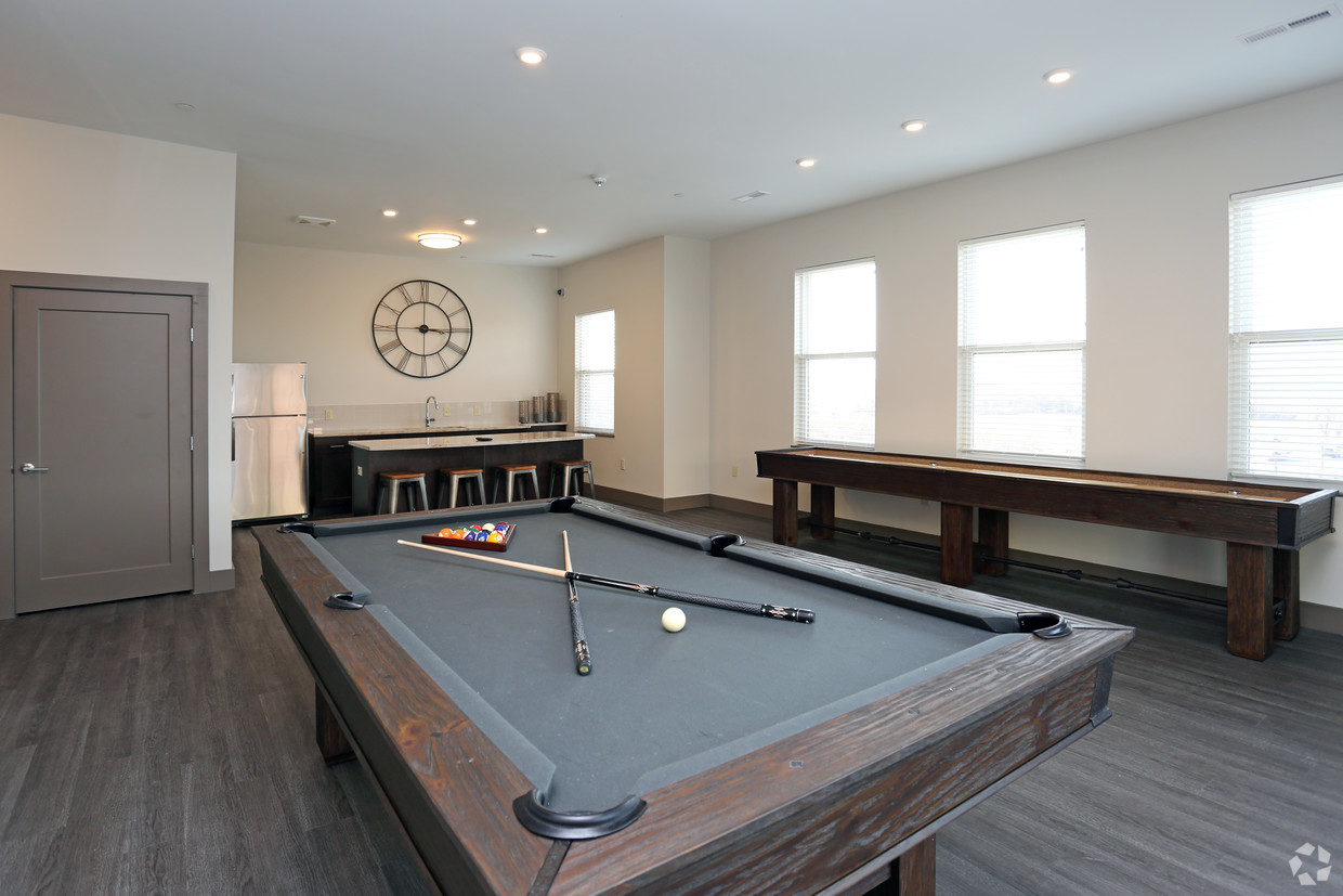 iron-pier-apartments-syracuse-ny-game-room-lounge