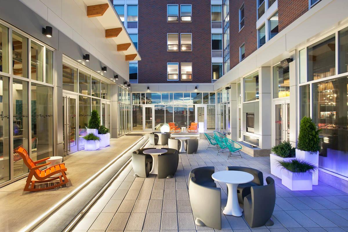 thesyracuseinnerharbor-stay-aloft-hotels-patio